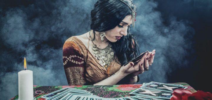 La voyance en ligne, décriée de toutes parts à une époque, revient en force dans les pays asiatiques, surtout chez les jeunes qui sont perdus dans ce monde à la dérive.